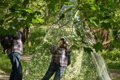 Fotografer reflekteras i det gamla konstverket (Spegelpyramiden)