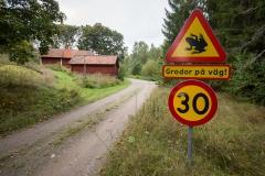 Varningsskylt på väg öster om Ulvramen