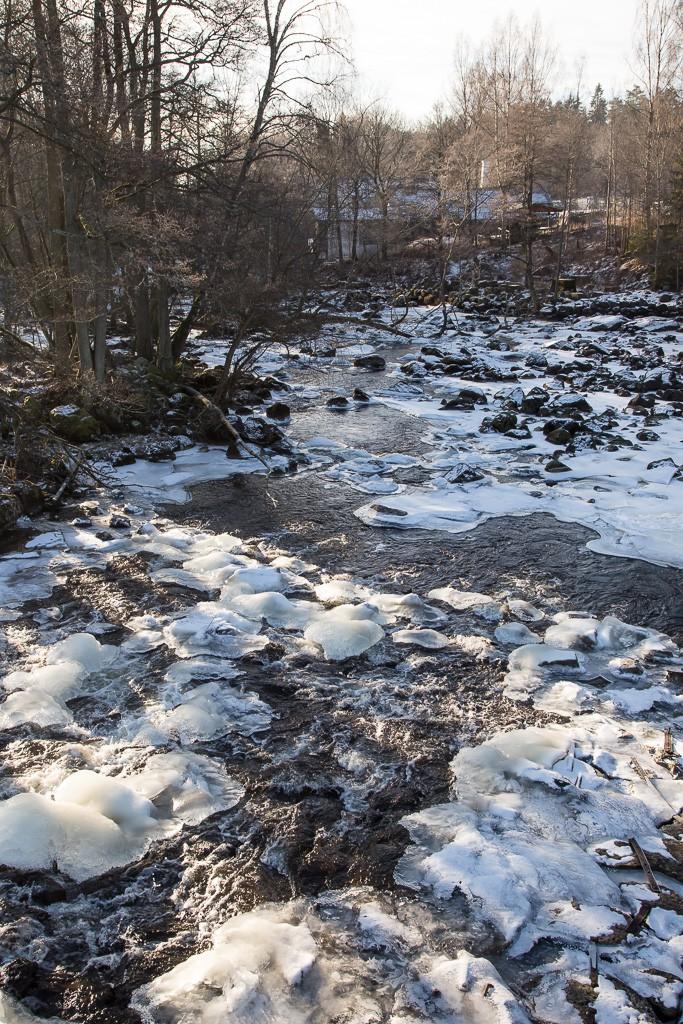 Trångfors Smedja från dammen15 febr